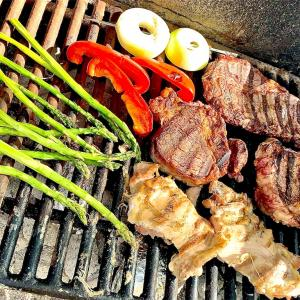 誰も居ないところで肉を焼いて食う