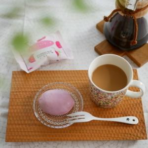 【ダイソー】リピ決定!!早くも入手困難!?爆売れケーキにストロベリーが新登場!!
