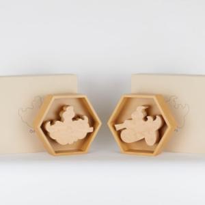 プレ値常連のアーティスト「ロッカクアヤコ×天童木工 限定コラボレーションマルチプル」