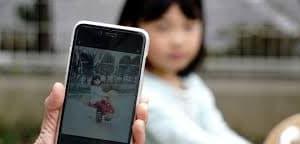 子どもの顔に「スタンプ」を張ってSNS投稿、本当に安全といえる?