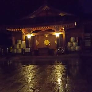 雨の境内です