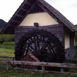 夕暮れの水車小屋です❗