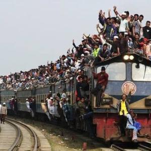 【画像】緊急事態宣言の効果、ヤバすぎる「今日も満員電車の模様」「奴隷トロッコトコトコで草」「東京の感染拡大って原因これだよな」