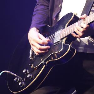 初心者には高い壁!?ギターボーカル上達の壁3つと練習法を紹介!