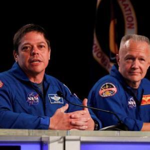 有人宇宙船クルードラゴンのパイロットは誰が乗っている?