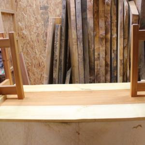 榎木とアフリカ欅のテーブルの脚部固定