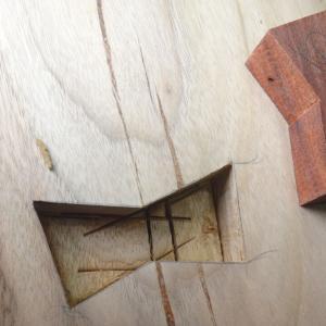 楠の一枚板のデスク作製