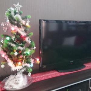 クリスマスツリーを出す気になった。