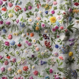 沢山の花刺繍