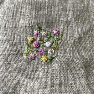 小さな刺繍