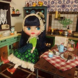 カーリーブルーベイブとレトロなキッチン