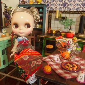 カプチーノチャットとハロウィン準備キッチン