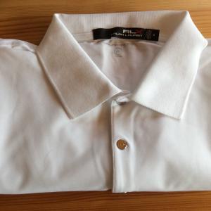 白のポロシャツ