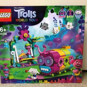 レゴトロールズ #41256 ゆかいな虹色の毛虫バス