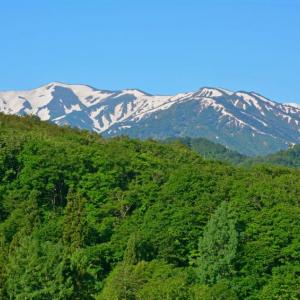 初夏の月山登山と朝日連峰の展望(2015年6月7日)