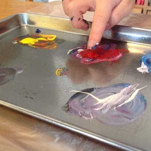 指で描こう!!!はじめての水彩絵の具、はじめての混色、にピッタリな絵本!!!  親子で描いて欲しいなぁ。「いろいろいろのほん」