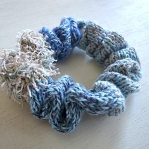 ハンドニットのリネンシュシュ・ Water blue