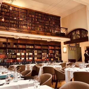 【シナモン・クラブ】図書館を改装したレストランでモダン・インド料理を楽しむ