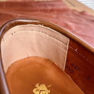 オールデンのローファー、たなぱん先生スタイルで腰裏修理