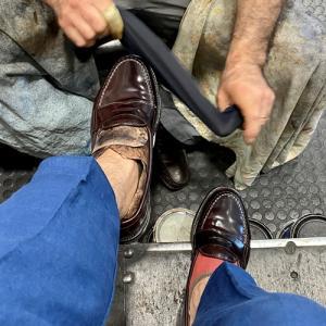 ローマの靴磨き職人さんにオールデンの革靴を磨いてもらった