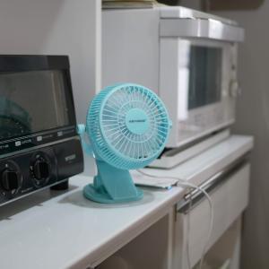 1,000円台のUSB扇風機は、キッチン・洗面台・テーブルで使える!