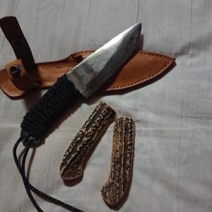 マイ  ナイフ  柄にパラシュートコード巻いてみました。