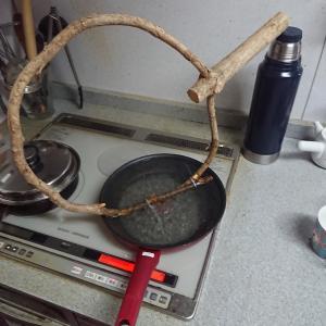 これは素材そのままで輪にします