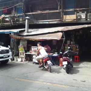 台北経由バンコク10日FIXギリギリ滞在一人旅 Day8 遠回りするタクシーにおこ、ギラつくワットプラケオにワオ、無賃乗車にごめんなさい。からの、バンコクで就活してみた。