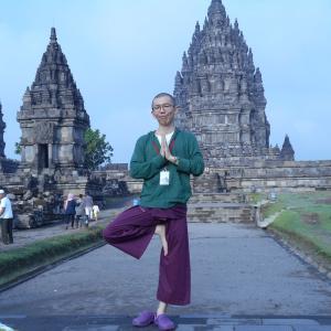 インドネシア旅行記 Day3 夜行列車でジョグジャへ。荷ケツ(二人乗り)の吊り橋効果にドキドキしたプランバナン観光。プランバナン、バティック、ナシグデ。