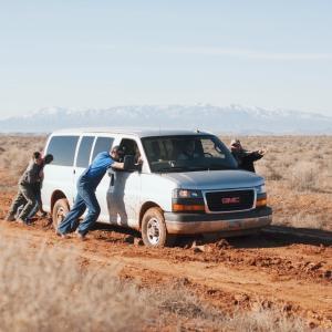 路上で車が故障したら乗ってる人はどうなる?保険会社のロードサービスの対応は?故障時子連れ必須アイテム