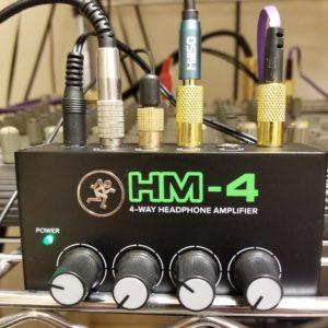 頑丈、安い、低ノイズのヘッドホンアンプはコレだ!MACKIE マッキー4WAYヘッドホンアンプ HM-4
