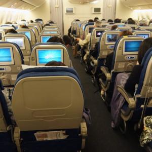 大韓航空 KE710便 羽田ー金浦 B777-300 と KE713便 釜山ー成田 A220-300 エコノミークラスの機内食と機材 2019年4月 ソウル・大田・釜山の旅(1)