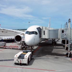 日本航空 JL904便 A350-900 ファーストクラスで那覇から羽田へ 当日アップグレード 那覇空港のダイヤモンド・プレミア ラウンジ