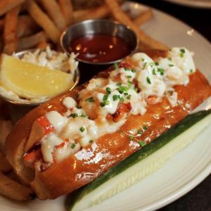 メイン州ポートランド|海鮮が美味い!ビール充実!海を望む港のシーフードレストラン「スケールズ」