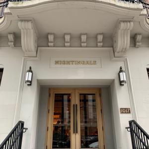 扉を開けると別世界 -ハッピーアワーに素敵なレストラン-