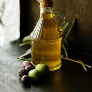 【 便秘が原因 】腸の老化を予防する9栄養素