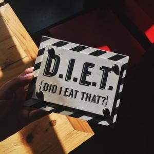 毎日何を食べたか記録するだけで【半年で12kgも痩せる】