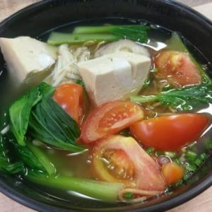 シンガポールで一番美味しいヨントーフ店「大姐酿豆腐(ダージエ・ヨントーフ)」を紹介する。