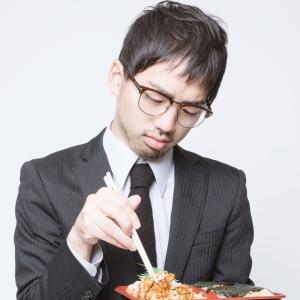 あなたは味音痴?いいえ、実はその姿勢が原因だった。立ったまま食事をすると味覚が鈍るという事実