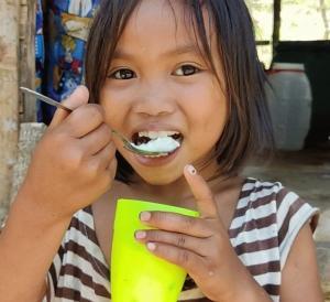 携帯の電波難民を救え/フィリピン名産バルットを猫たちと食べる