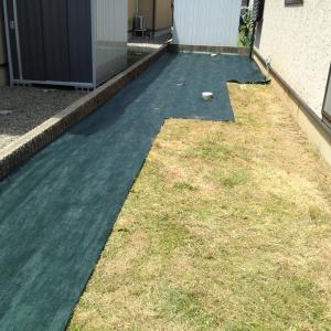 簡単 DIY 自分でもできる 防草シートの張り方 雑草対策
