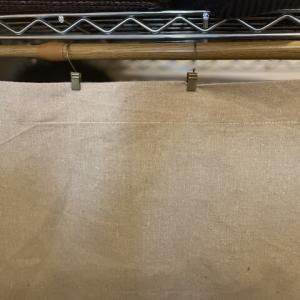 【目隠しカーテン】メタルラックにカーテンレールにはS字フックで突っ張り棒