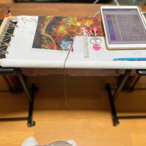 【クロスステッチ】刺繍台大幅変更、昇降テーブル2台使い一体化