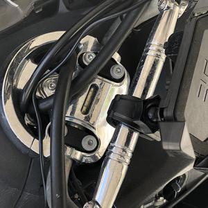 バイクに充電可能なスマホホルダーを取り付ける(その1)