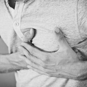 その胸の痛み、原因は?循環器医師が説明!