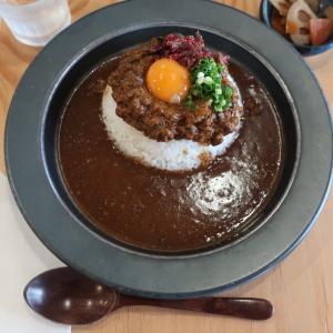 【福岡】『米とカレー』で7日間じっくり煮込んだキーマとビーフカレーをいただく