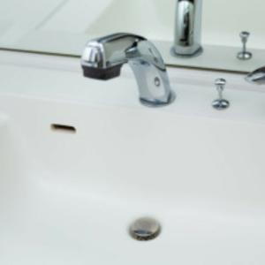 シングルマザー、洗面所の排水口に悪戦苦闘する。