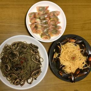 イカスミパスタとムール貝のスパゲティボンゴレと生ハムアボカド