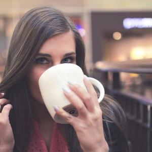 低糖・脂質で満腹感!カフェインで集中力なチャコールバターコーヒー
