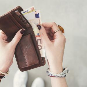 借金まみれの彼氏にダメだと思っていてもお金を貸し続けてしまう